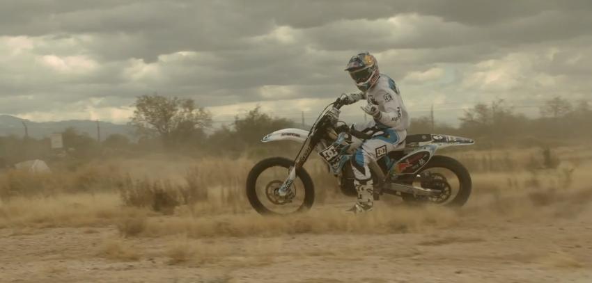 Les vid os de motocross de dc shoes la poign e dans l 39 angle - Couper plinthe angle sortant ...