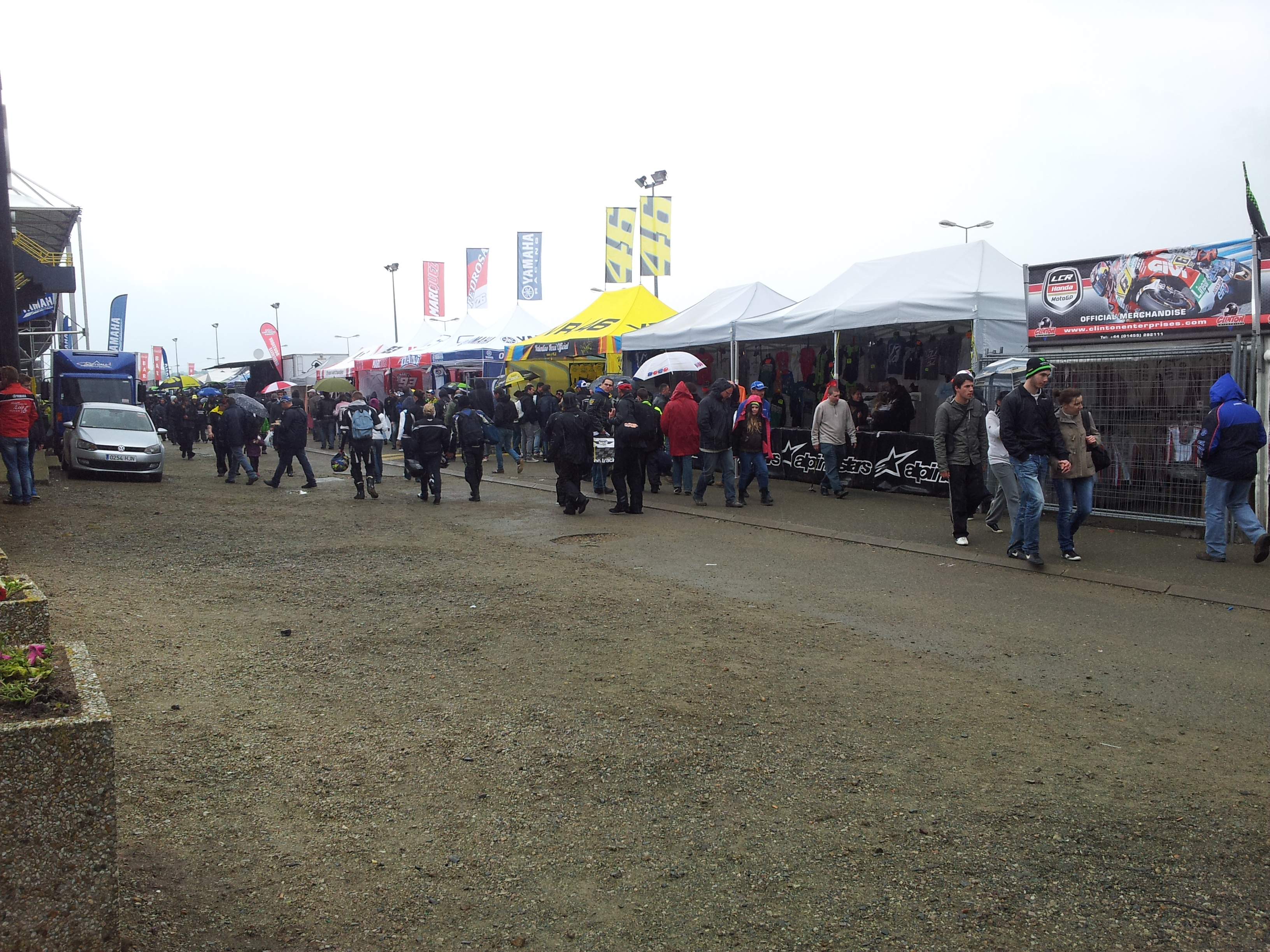 Grand prix de france motogp 2013 le mans la poign e dans l 39 angle - Village de chine le mans ...