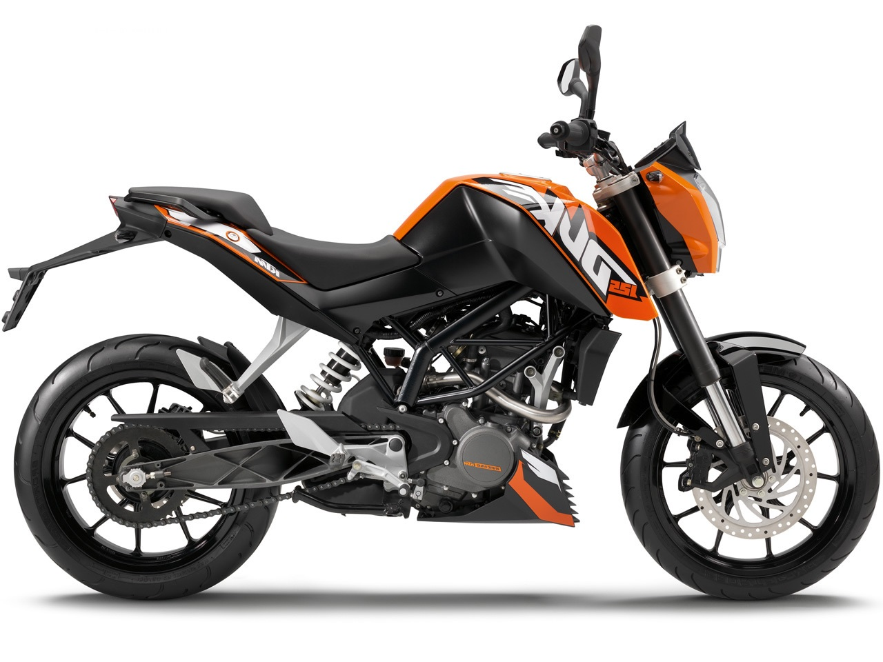 ktm 125 duke fiche technique avis et prix la poign e dans l 39 angle. Black Bedroom Furniture Sets. Home Design Ideas