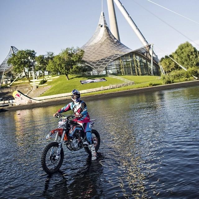 moto-sur-eau