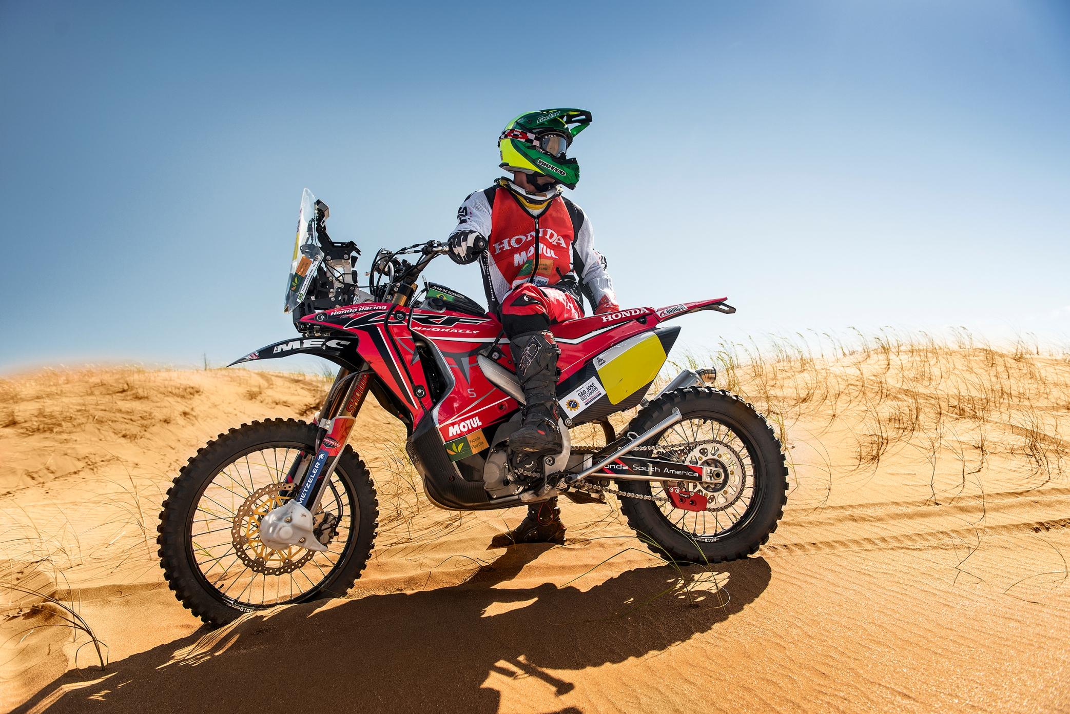 Le Dakar 2015 Le Teaser Officiel La Poign 233 E Dans L Angle