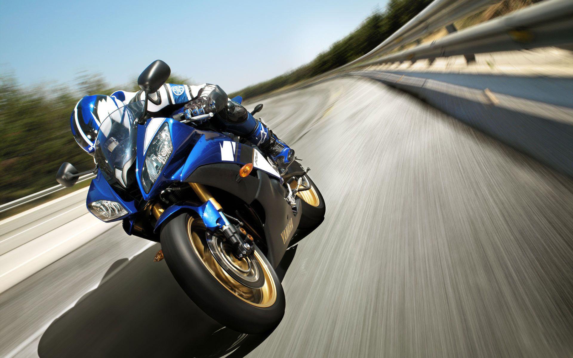 Yamaha R6 : de la piste à la route   La poignée dans l'angle