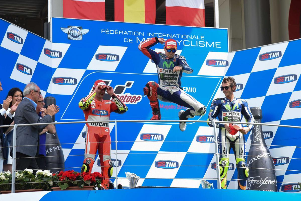 Lorenzo, Rossi et Iannone sur le podium